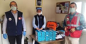 Gemlik Belediyesi Muhtarlar eliyle maske dağıtımını sürdürüyor