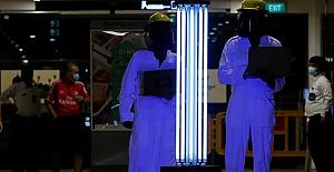 Singapur'da akıllı robotla salgına 'savaş açıldı'