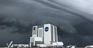 SpaceX'in uzay seferi olumsuz hava koşulları nedeniyle ertelendi