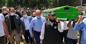Bursa'daki selde hayatını kaybeden Kader'in tabutunu bakanlar taşıdı