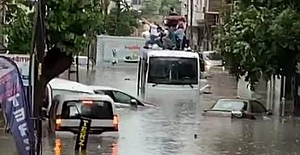 İstanbul'da sağanak yağmurun ardından sel baskınları