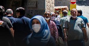 Koronavirüs: Türkiye'de vaka sayısı yeniden 1000'in altına indi