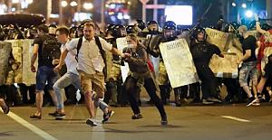 Belarus'ta seçimleri protesto edenlere polis göz açtırmıyor