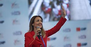 CHP'nin Kadın Kolları Genel Başkanı Aylin Nazlıaka oldu