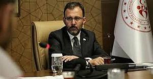 """Gençlik ve Spor Bakanı Kasapoğlu: """"Yarından itibaren halı sahalar açılıyor"""""""