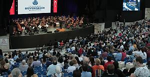 Cemal Reşit Rey senfoni orkestrası müzikseverleri ispanya'ya müzikal yolculuğa çıkardı