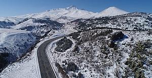 Erciyes Dağı'na yılın ilk karı yağdı..