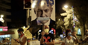 İsrail'de Kovid-19 karantinasına rağmen Netanyahu karıştı gösteriye binlerce kişi katıldı