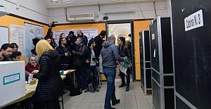İtalya anayasa referandumu için sandık başına gitti