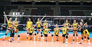 VakıfBank Kadın Voleybol Takımı, kupada lider olarak turladı
