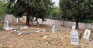17 İlçe Mezarlıklarında bakımlar devam ediyor