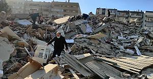 İzmir depreminde ilk belirlemelere göre 20 kişi hayatını kaybetti, yaralı sayısı 700'ün üzerinde
