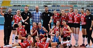 Nilüfer Belediyespor Kadın Voleybol Takımı'ndan güzel başlangıç
