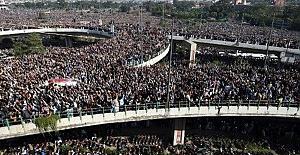 Pakistan'da on binler cenazeye katıldı