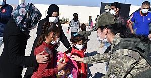 Barış Pınarı Bölgesi çocuklarına Mehmetçikten yardım eli