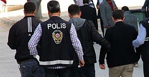 İzmir merkezli büyük 'FETÖ operasyonu:  126 asker ve eski polis gözaltına alındı