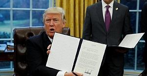 Trump'ın imzaladığı kararnameye göre, Corona aşısında ABD'liler öncelikli olacak