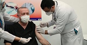 AKP MKYK üyelerinin ilk gün koronavirüs aşısı vurulmasına sosyal medyada tepki