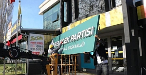 Farklı istifa: Gelecek Partisiʹnde toplu istifa sonrası binayı boşaltıp, tabelayı da kaldırdılar