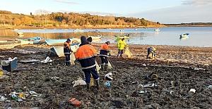 """Sular çekilince atıklar ortaya çıktı: """"İstanbul'un Baraj Gölleri Temizleniyor"""""""