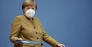 """Merkel: """"Pandemi yüzyılın felaketi"""""""