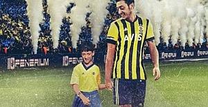 Mesut Özil Fenerbahçe formasıyla sosyal medyada boy gösterdi