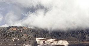 Rumlar, Beşparmak'taki KKTC bayrağından rahatsız oldu