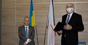 Çek Cumhuriyeti, Kırımoğlu'na Diplomasi Liyakat Madalyası takdim etti