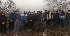 Meriç Nehri'nde mahsur kalan düzensiz göçmenleri Türk askeri kurtardı
