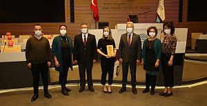 Ödülünü Başkan Turgay Erdem'den aldı