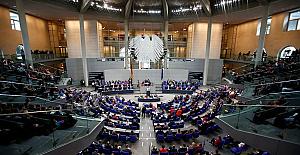 Almanya'da maske yolsuzluğundan istifa eden milletvekili sayısı 3'e yükseldi