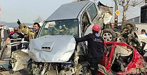 Bursa-Ankara karayolu, Kestel-Barakfaki mevkiinde zincirleme kaza: 3 ölü, 21 yaralı