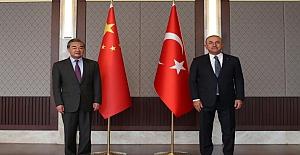 """Çin Dışişleri Bakanı Wang Yi ile görüşen Çavuşoğlu: """"Uygur Türklerine ilişkin hassasiyetimizi ilettik"""""""