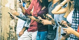 Gelecek kuşaklar sosyal medya konusunda eğitilmeli