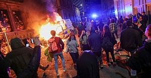 İngiltere'nin Bristol kentindeki protestolarda çatışma:  İki polis yaralandı