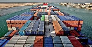 Süveyş Kanalı, karaya oturan 400 metrelik gemi nedeniyle trafiğe kapandı