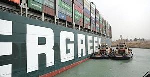 Süveyş Kanalı'nda karaya oturan gemi yüzdürüldü, Sisi 'Dünya rahat bir nefes alacak' dedi