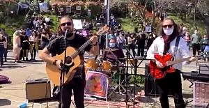 Boğaziçi Öğrencilerine Protestoların 100. Gününde Müzikli Destek