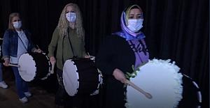 Mersin'in kadın davulcuları ramazan gecelerine ayrı bir ahenk kattılar
