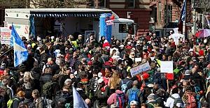 Stuttgart'ta salgın protestosuna büyük katılım