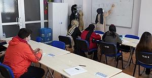 Yıldırım'da gençlere ücretsiz üniversiteye hazırlık kursları devam ediyor