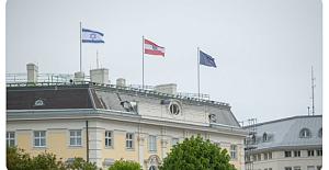 Avusturya Başbakanı'ndan Skandal Hareket! Şimdi de Başbakanlık Binasının çatısına İsrail Bayrağı Astırdı...