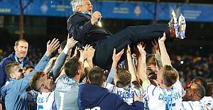 Dinamo Kiev Teknik Direktörü Mircea Lucescu'nun çifte kupa sevinci