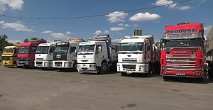 Günlerdir yük indirmeyi bekleyen kamyoncunun gözü 1 Haziran'da..
