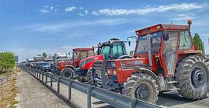 Konya'da çiftçiler, traktörlerle yol kapatıp eylem yaptı