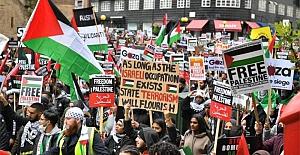 Londra'da on binlerce kişi, İsrail'i protesto etmek için yürüdü