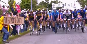 Fransa Bisiklet Turu'nda açtığı pankart, zincirleme kazaya neden oldu