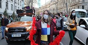 Gürcistan'da açık alanlarda maske zorunluluğu kaldırıldı