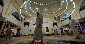 Suudi Arabistan'da ezanın sesi kısıldı, camilerdeki vaaz sesi sokağa verilmeyecek