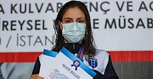 Avrupa rekoru kıran yüzücümüz Merve Tuncel gençlerde Avrupa şampiyonu oldu